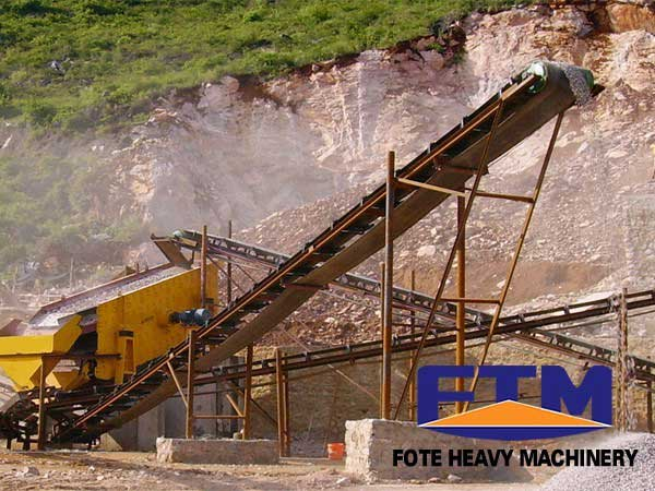Conveyor belt in crushing site