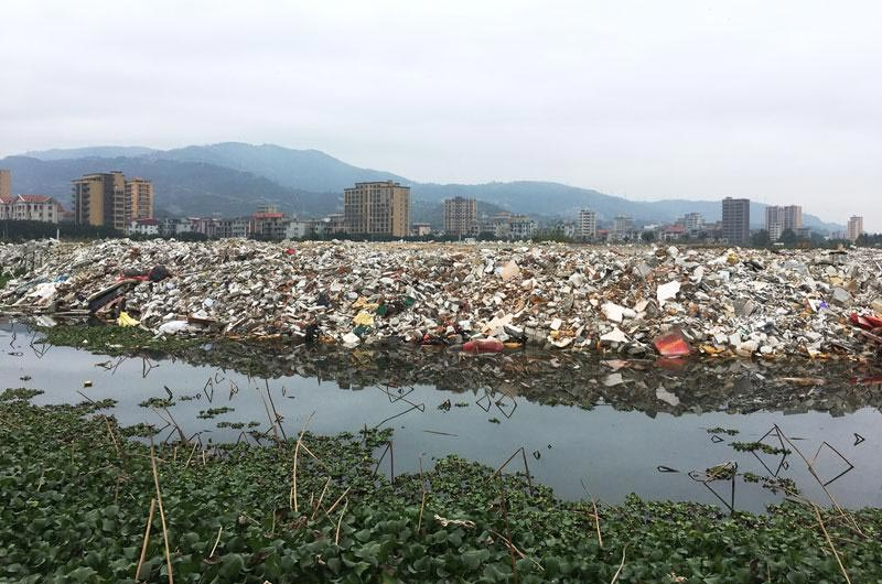 Water resources are seriously polluted by construction waste