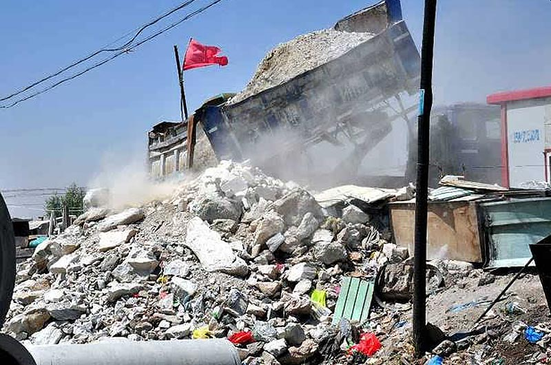 Air quality is polluted by construction wastes